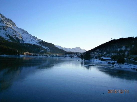 Hotel Waldhaus Am See: 由飯店餐廳遠眺聖莫里茲湖