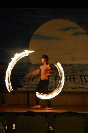 Maritim Jolie Ville Royal Peninsula Hotel & Resort : Fire dancers