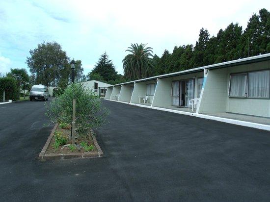 Katikati Motel: Forecourt