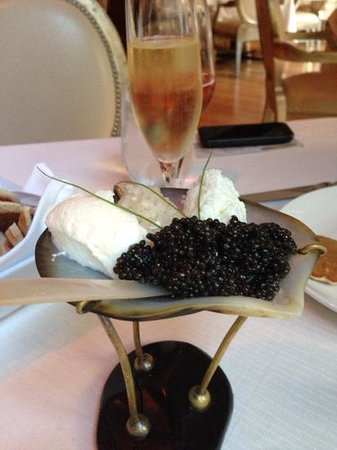 Belmond Charleston Place: yum before dinner!