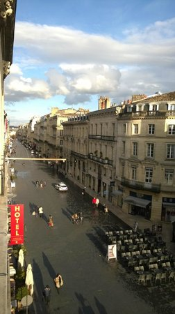 Coeur de City Hotel Bordeaux Clemenceau by HappyCulture: View from the window to pedestrian street