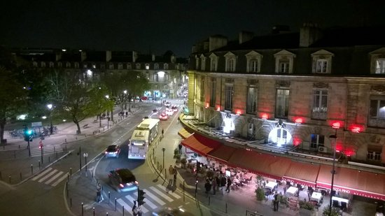 Coeur de City Hotel Bordeaux Clemenceau by HappyCulture: View to place Gambetta, so there's traffic and bars, might be noisy in summer time