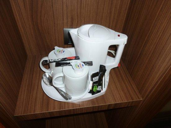 Hotel Holiday Inn Express Bilbao: Tetera/Cafetera