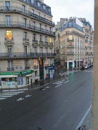 Hotel Elysa Luxembourg: Vista da rua