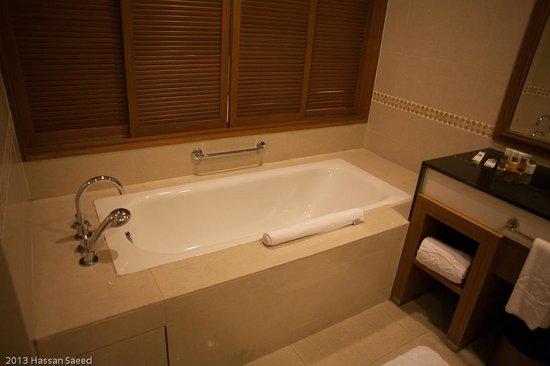 Royale Chulan Kuala Lumpur: good bathtub
