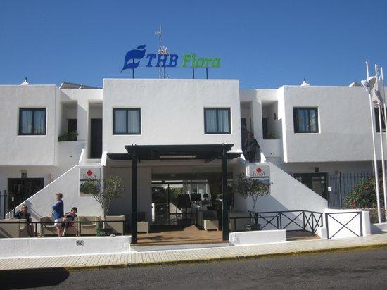 Hotel THB Flora : Entrada aparthotel