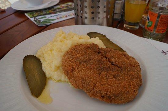 Hotel Kasperk: Rissole with potato mash and gherkin