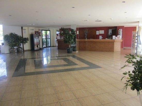 Hotel THB Flora : Recepción