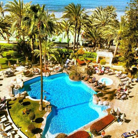 H10 Big Sur Boutique Hotel : Estupenda zona de baño y solarium frente al mar