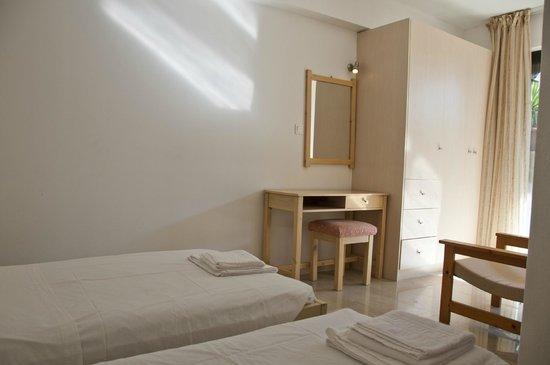 Oasis Hotel: b