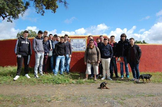 Entre Toros y Caballos: Con un grupo de estudiantes franceses en una visita a ganaderia de toros bravos