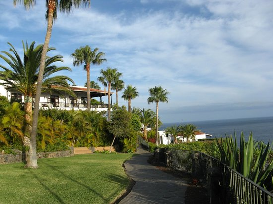 Uitzicht terras picture of hotel jardin tecina playa de for Jardin tecina gomera