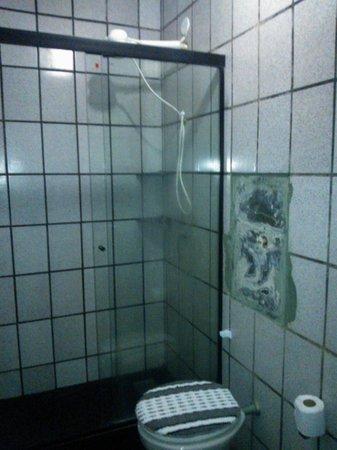 Brisa de Geriba: Banheiro um nojo quebrado