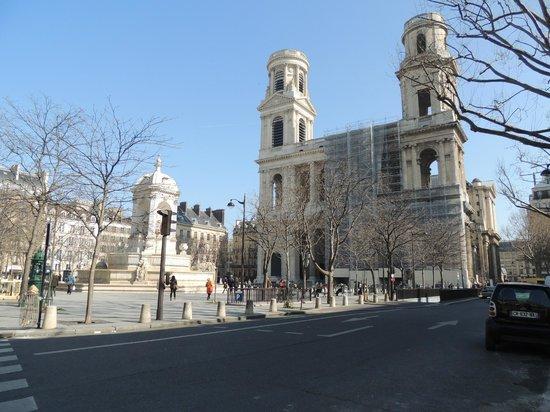 Saint-Sulpice: outside