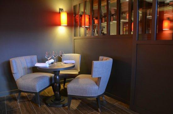 la petite salle à coté de la cuisine - picture of burgundy lounge