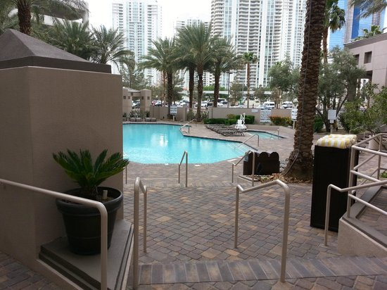 Hilton Grand Vacations on Paradise (Convention Center): Pool area