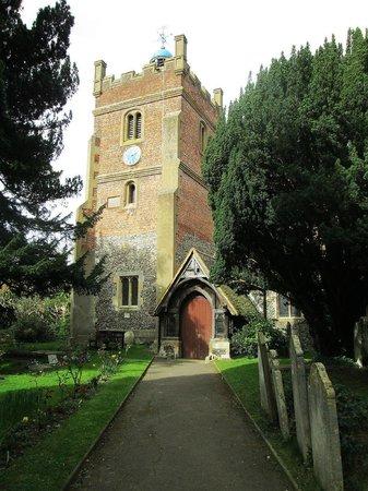 Harmondsworth Hall : Igreja nas proximidades. Serviria como ponto de referência