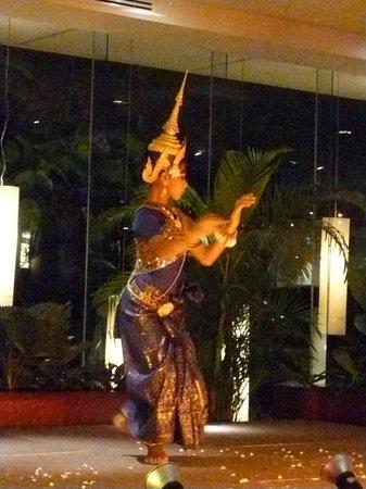 Le Méridien Angkor: SHOWS NOCTURNOS