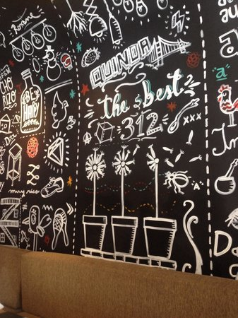 Aniceto Coffee Bar & Grill: cool wall