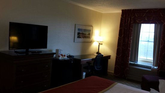 """Ramada Morgantown Hotel and Conference Center: Nice 39"""" flat screen CABLE televisions with 6 movie channels!  And a big desk to work on with NE"""