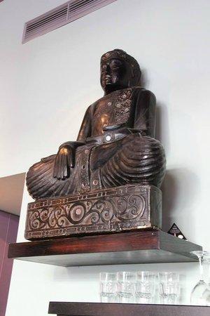 Le Pousse Pousse : Buddha