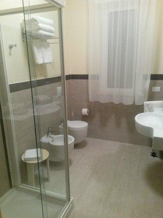 Hotel Adria: Il bagno