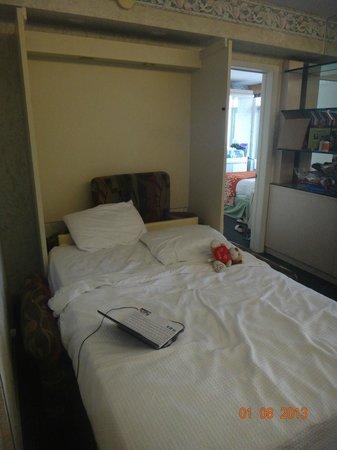 Newport Beachside Hotel and Resort: DORMITORIO SOFA