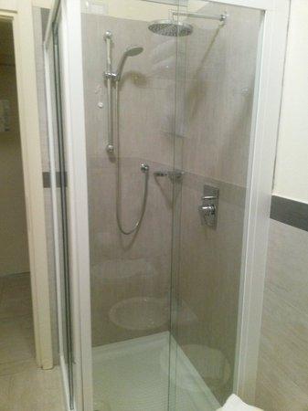 Hotel Adria: La doccia