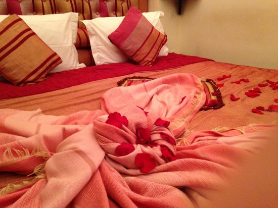 Riad Anabel: Bed in Rose room