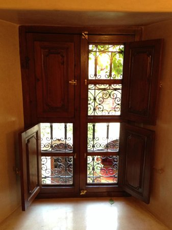 Riad Anabel: Window in Rose room