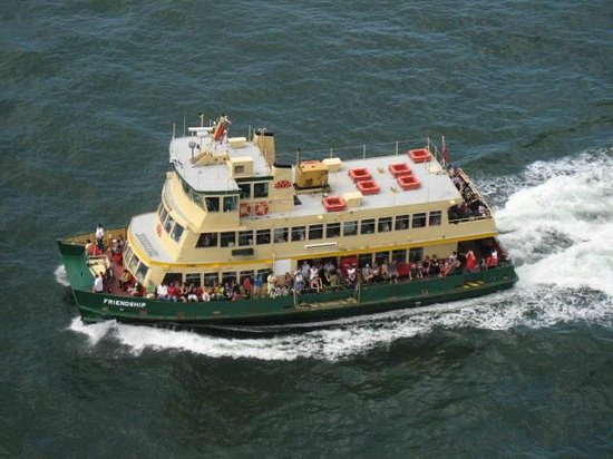 Sydney Ferries : View of ferry from Harbour Bridge