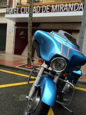 Hotel Sercotel Ciudad de Miranda : my bike at the front