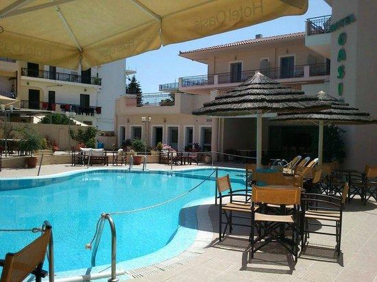 Oasis Hotel: Pool bar