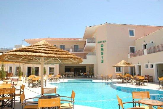 Oasis Hotel : Pool bar