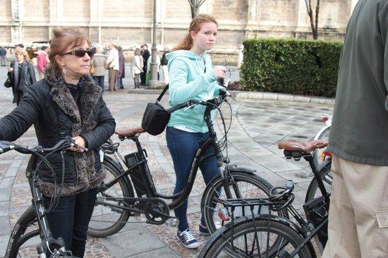 Elecmove Bicicletas Eléctricas: By Seville Cathederal