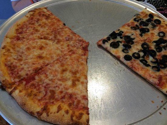 Pizza Bella: Half Cheese/half black olive pizza
