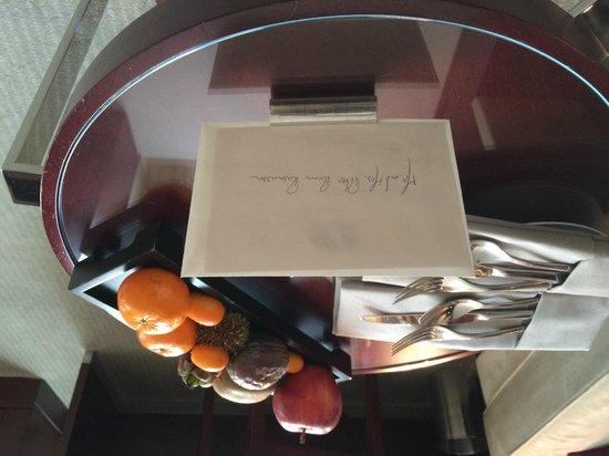 Mandarin Oriental, Paris : Handwritten welcome card