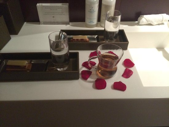 Mandarin Oriental, Paris: Special tea and snack in the Spa Suite