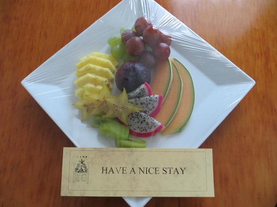 Hotel Pod Vezi: Fruit present on day 2