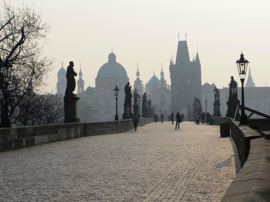 Hotel Pod Vezi: Early morning photo on near deserted Charles Bridge