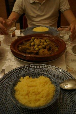 Riad Anya: Tajine du soir - Agneau olives