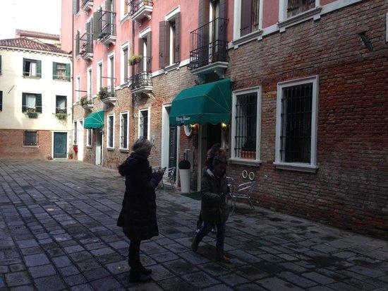 Hotel Henry: Piazzetta