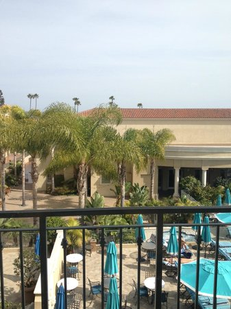 Balboa Bay Resort : pool-facing room