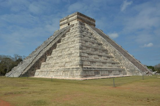 The iconic El Castillo (without the crowds)