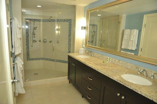 Marriott's Oceana Palms : Master bathroom with duel vanity and huge shower