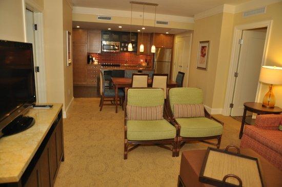 Marriott's Oceana Palms : Living room and kitchen