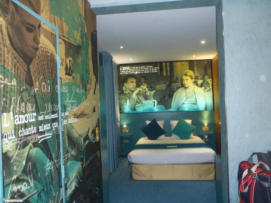 Montmartre Mon Amour: Romaine et Jean room