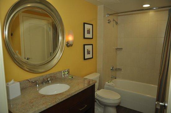 Marriott's Oceana Palms : 2nd or guest bathroom
