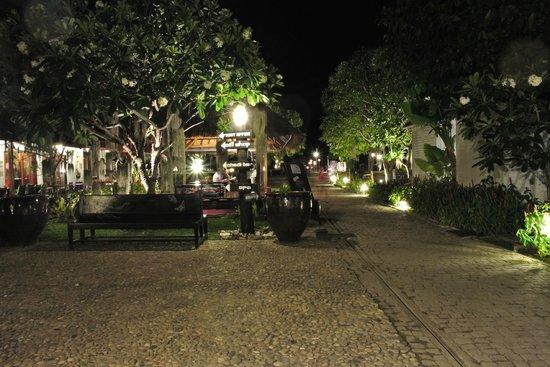 SriLanta Resort: Communs de l'hôtel de nuit.