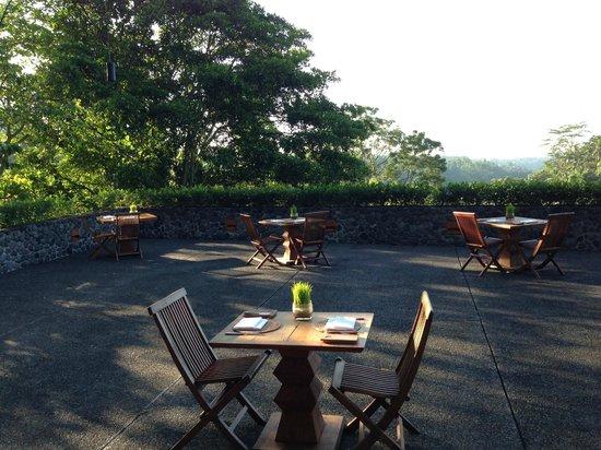 Alila Ubud : веранда для завтраков